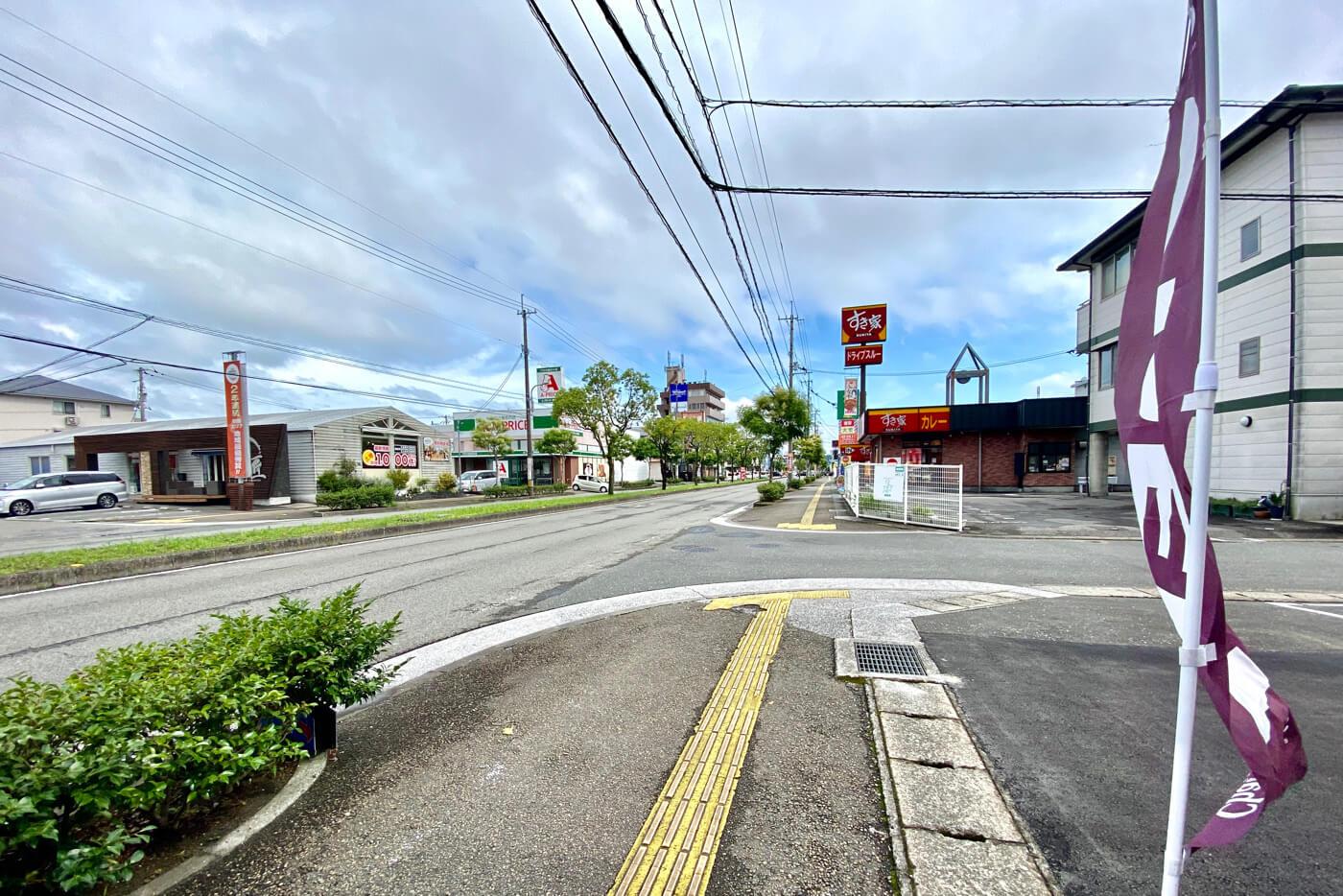 シャトレーゼ高知インター店 店先より南側の風景