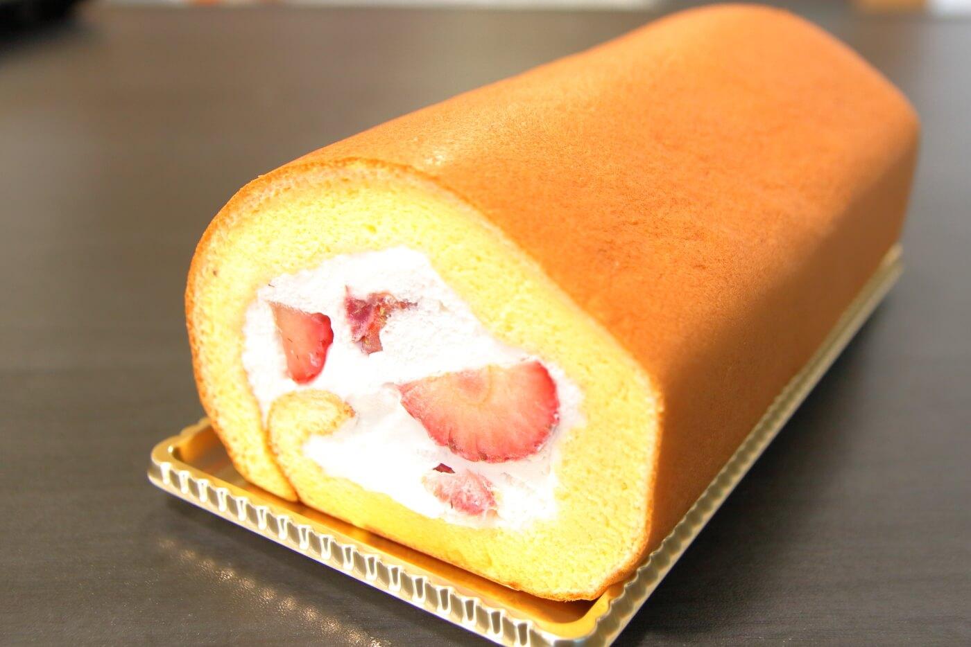 シャトレーゼ 旬ロール 夏苺 いちごのロールケーキ