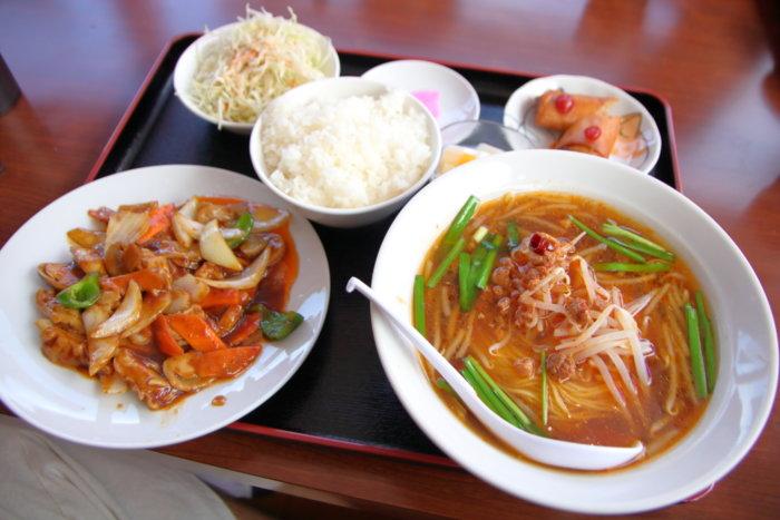 台湾料理 豊源野市店 ホルモン炒め定食台湾ラーメン