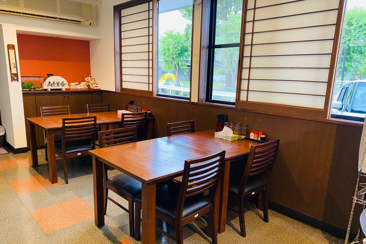 拉麺一方やすきや番地 内観 テーブル席