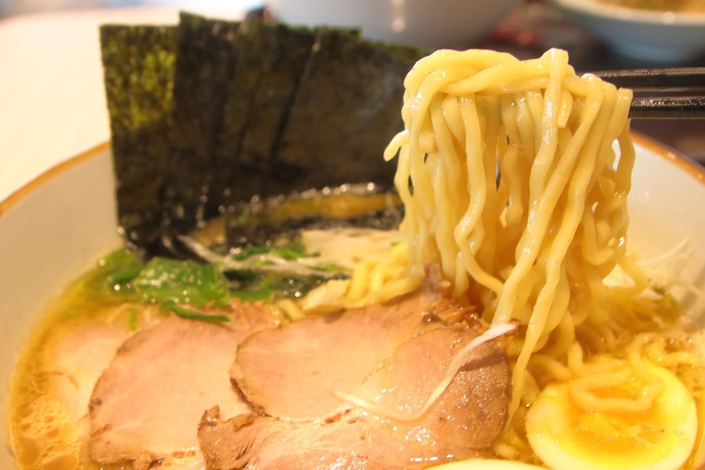 イオンモール高知東館3階フードコートの究極ラーメン横濱家のスペシャル醤油
