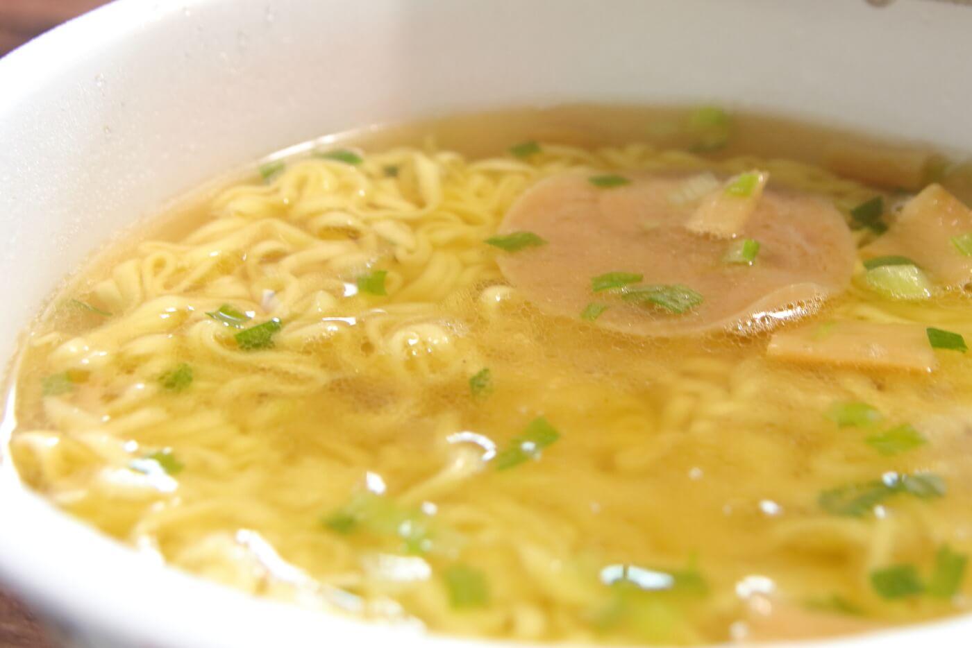 中四国のローソン限定で販売される讃岐ラーメンはまんどカップ麺