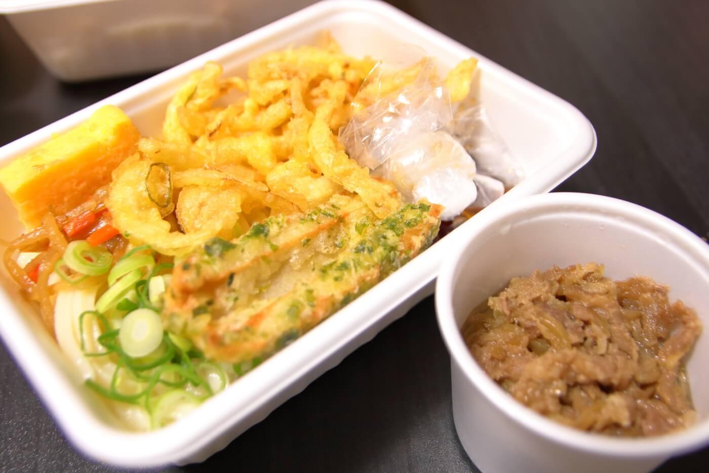 丸亀製麺 うどん弁当 2種の天ぷらと定番おかずの肉うどん弁当
