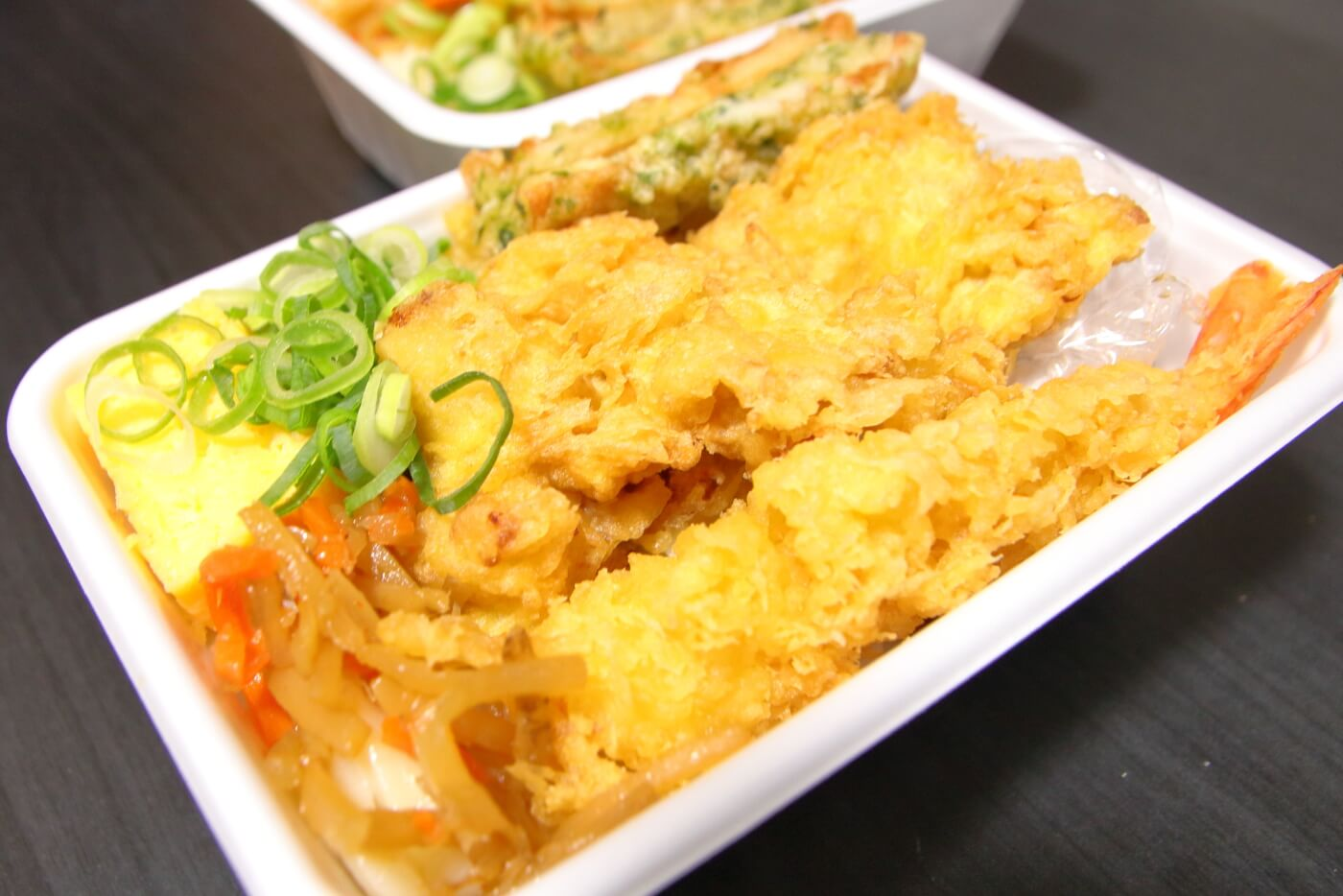 丸亀製麺 うどん弁当 4種の天ぷらと定番おかずのうどん弁当