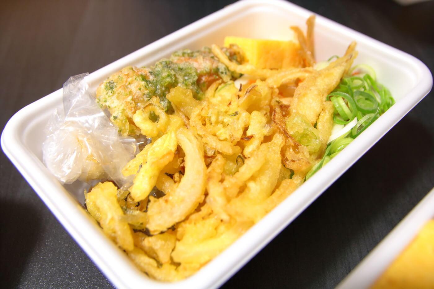 丸亀製麺 うどん弁当 2種の天ぷらと定番おかずのうどん弁当