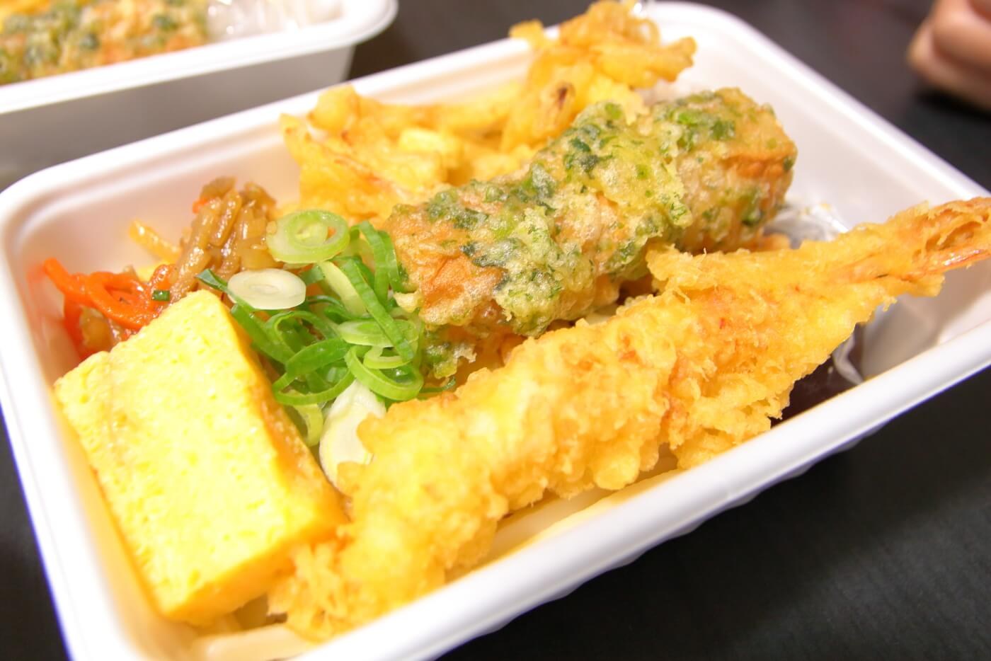 丸亀製麺 うどん弁当 3種の天ぷらと定番おかずのうどん弁当
